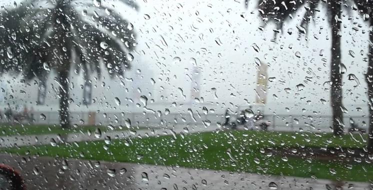 أمطار رعدية قوية بعدد من أقاليم المملكة